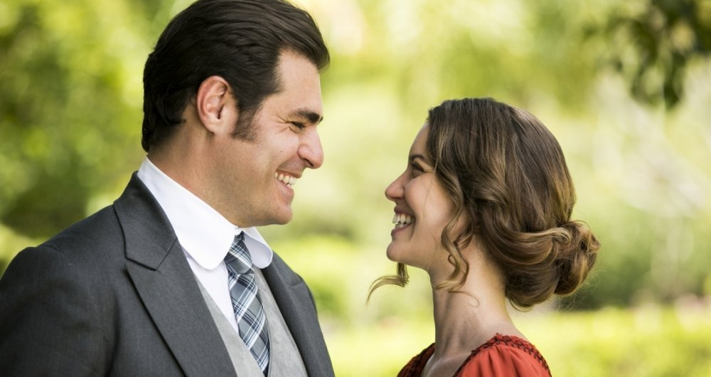 O casal protagonista: Elisabeta Benedito (Nathalia Dill) e Darcy Williamson (Thiago Lacerda)