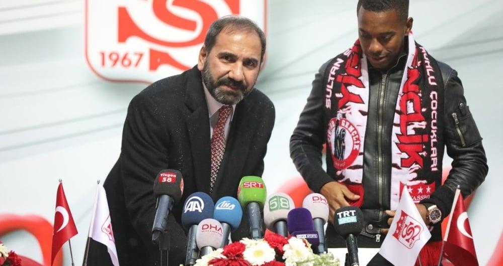 Robinho foi apresentado no Sivasspor, da Turquia
