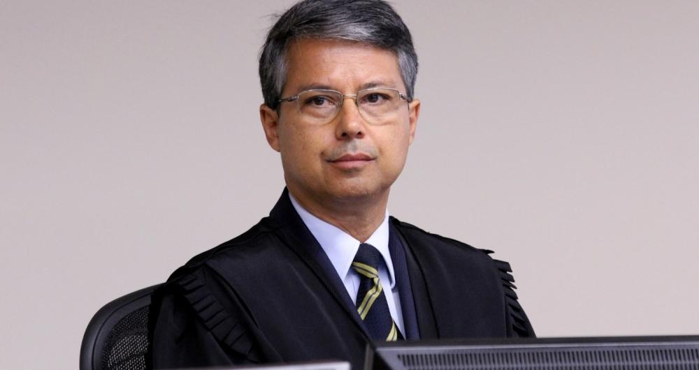 O desembargador Victor Laus elogiou o trabalho do juiz Moro