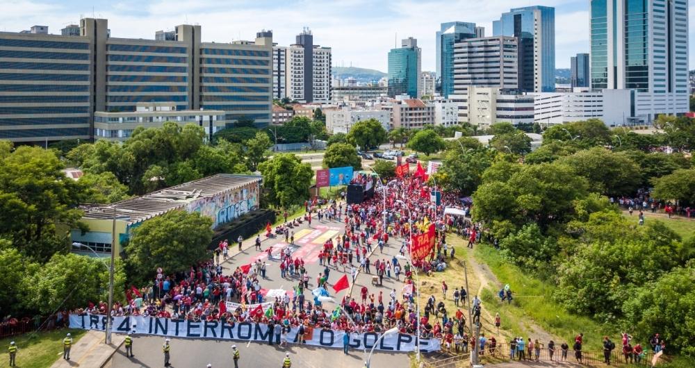 Em Porto Alegre, movimentos de esquerda fizeram manifestações a favor do ex-presidente. Em São Paulo, protesto chegou à Avenida Paulista
