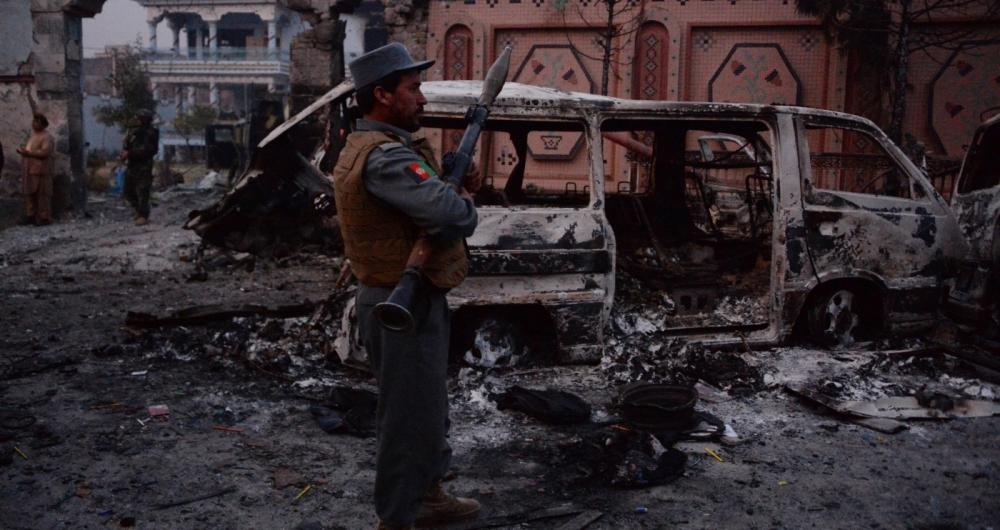 Estado Islâmico usou carro-bomba e granada no atentado