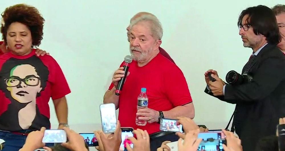 Lula discursa na sede do Sindicato dos Metalúrgicos do ABC, berço do PT, durante julgamento de seu recurso em segunda instância. Clima no local é de tranquilidade