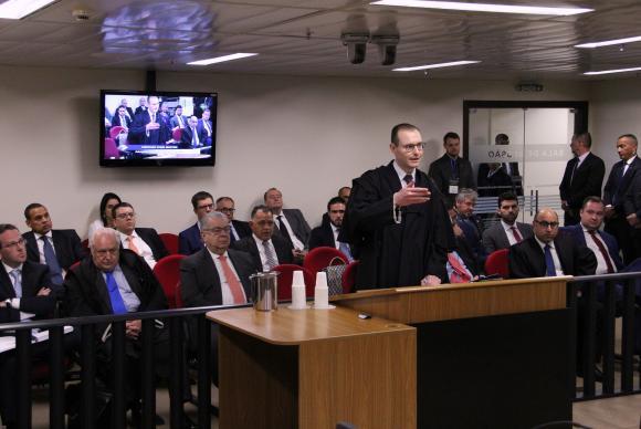 O advogado de Cristiano Zanin fala no julgamento de recurso da defesa de Lula no caso do triplex