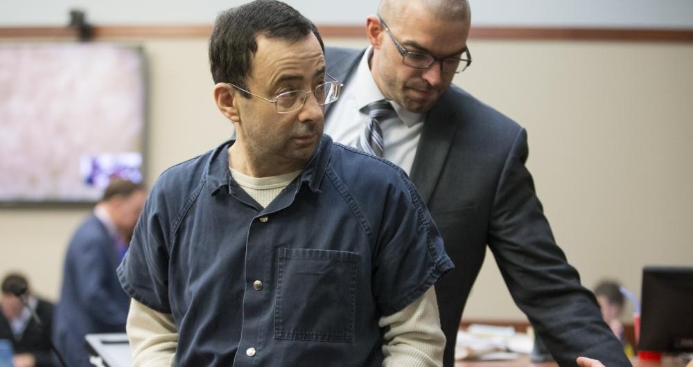 O m�dico Larry Nassar foi condenado pelos abusos sexuais contra dezenas de atletas. A pena � de 40 a 175 anos de pris�o