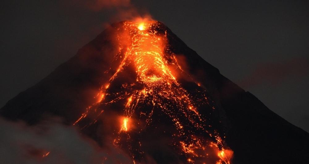 O Monte Mayon tem 2.460 metros e está em erupção há dez dias