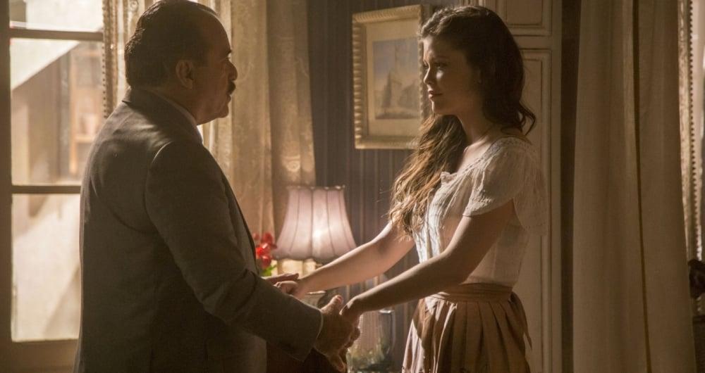 José Augusto (Tony Ramos) fica preocupado com a filha, Maria Vitória (Vitória Strada)
