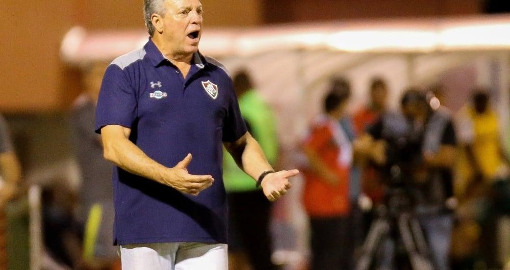 Sem muitas pe�as de reposi��o, Abel sofre para escalar e montar esquema t�tico do Fluminense
