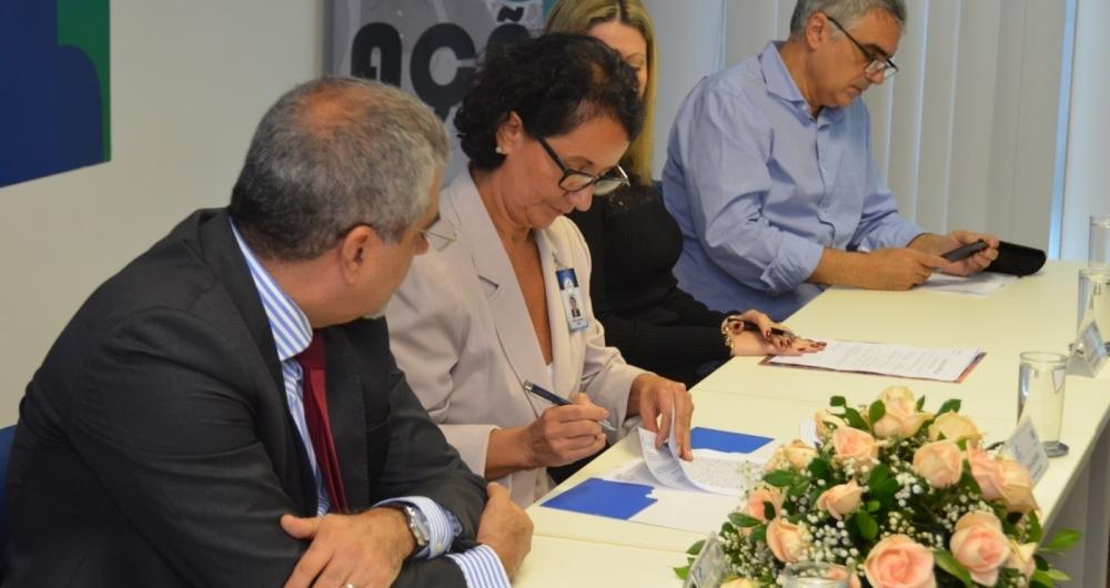 A parceria foi assinada em 2017, na Associa��o Comercial do Rio, contando com cerca de 200 participantes