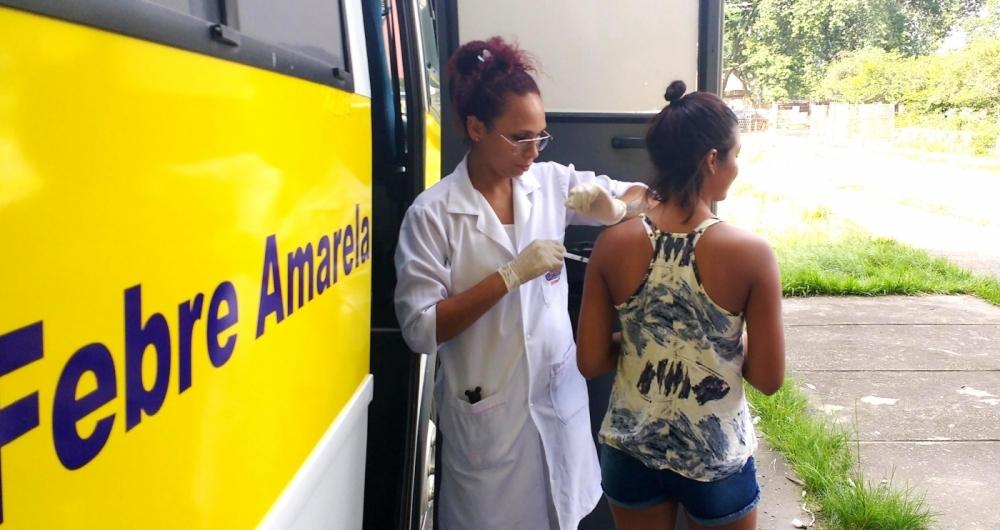 Vacinação segue fracionada nas unidades de saúde da Baixada