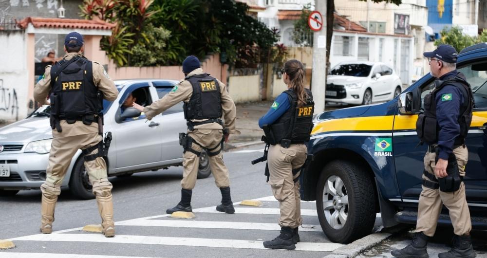 Rio de Janeiro - Forças de segurança ocupam ruas próximas ao Complexo do Lins, na zona norte da capital fluminense na Operação Onerat para coibir roubos cargas e o crime organizado  (Tomaz Silva/Agência Brasil)