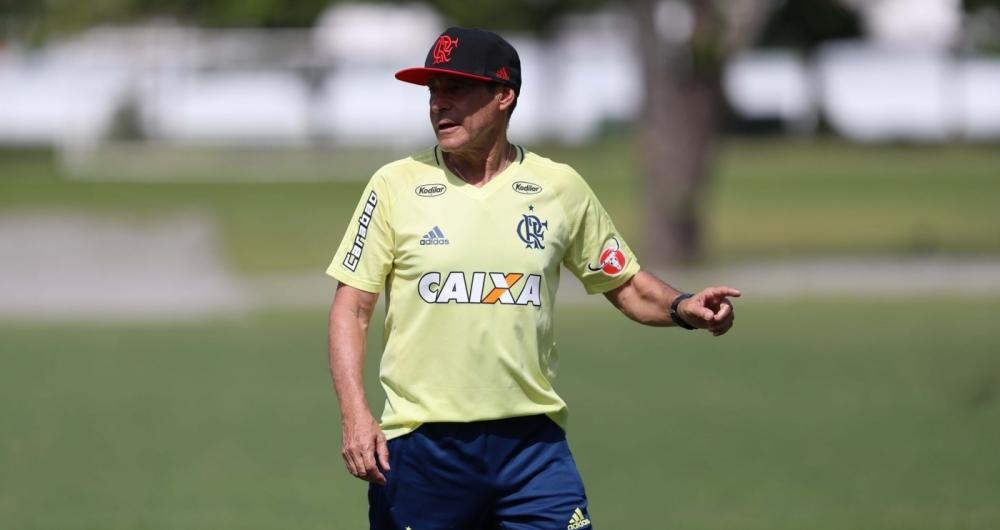 Técnico Carpegiani no treino do Flamengo