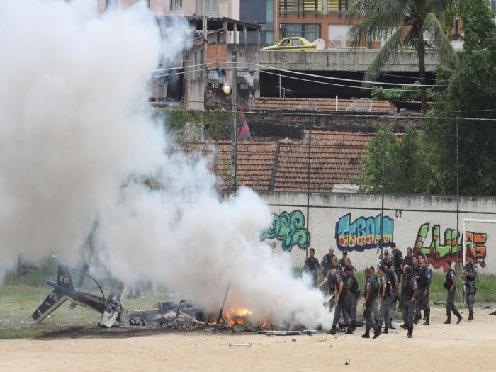 Traficantes derrubaram helic�ptero da PM com tiros de fuzil antia�reo