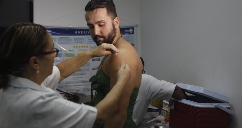 Saúde monta posto de vacinação contra febre amarela com horário ampliado no Centro do Rio