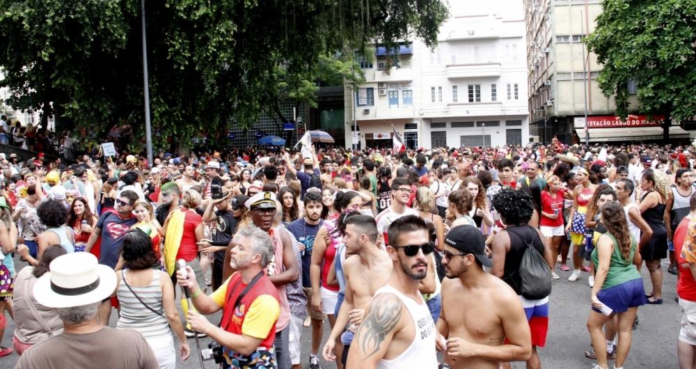 Pelo menos 115 mil pessoas estiveram nas ruas no pré-carnaval do Rio