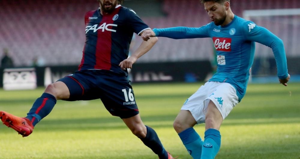 Mertens (D) fez dois gols na vitória de 3 a 1 sobre o Bologna
