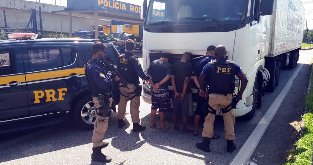 PRF impede roubo de carga na manhã deste domingo