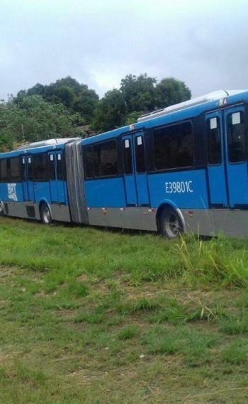 Ônibus articulado do BRT está no bairro Jóquei, em São Gonçalo