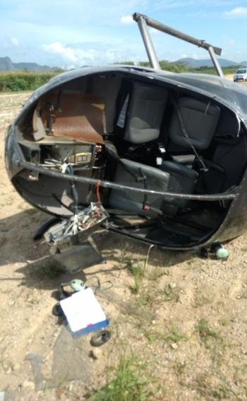 Helicóptero ficou parcialmente destruído com pouso forçado