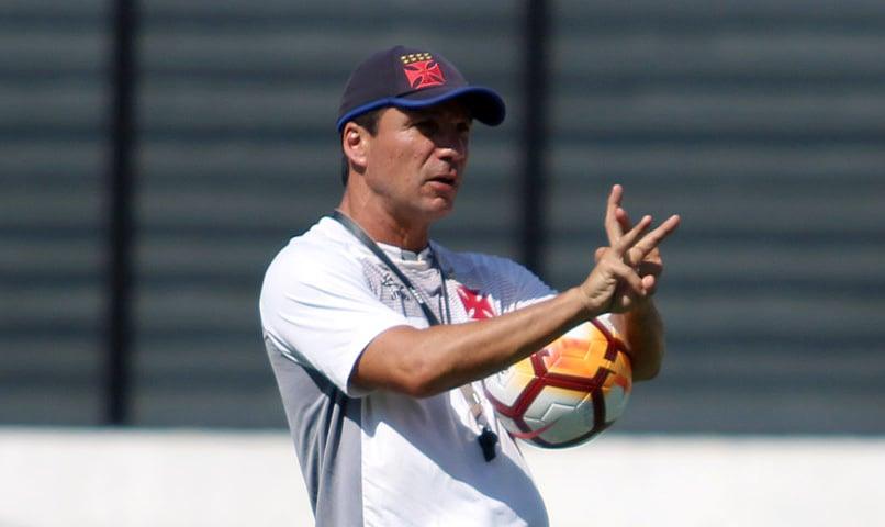 Zé Ricardo comandou ontem último treino antes de viagem ao Chile