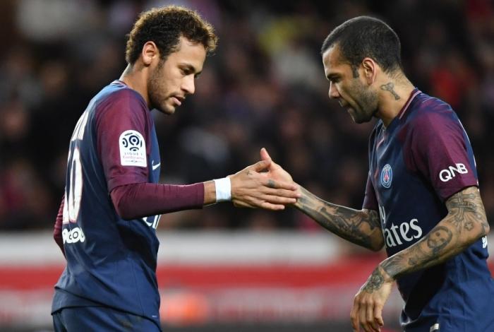 Neymar e Daniel Alves tem uma relação muito próxima
