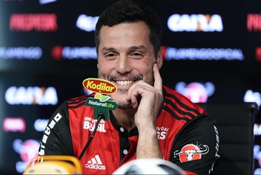 4d033bf05a Julio Cesar chega ao Flamengo e exalta torcida   Vamos usar essa ...