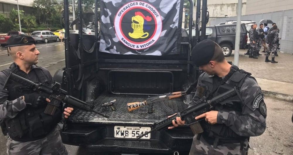 Armas apreendidas ap�s tiroteio na Rocinha, de acordo com a PM