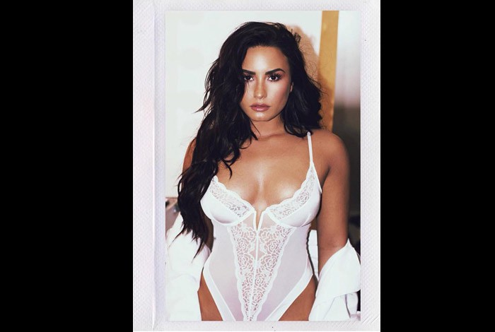 Demi Lovato posa de lingerie