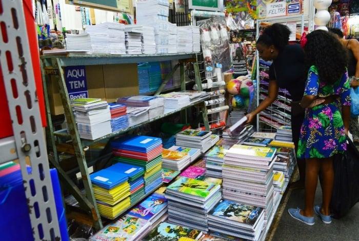 Resultado de imagem para Pais se organizam para gastar menos com material escolar