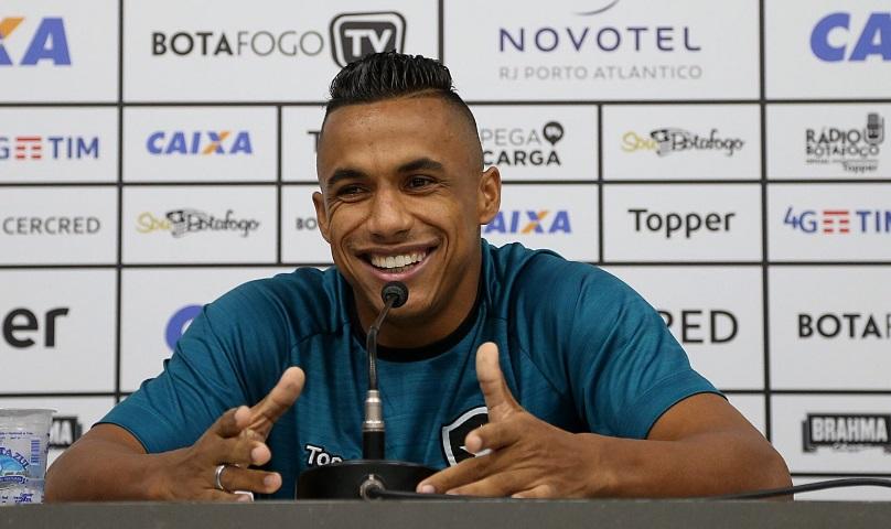 Arnaldo quer t�tulo para o Botafogo