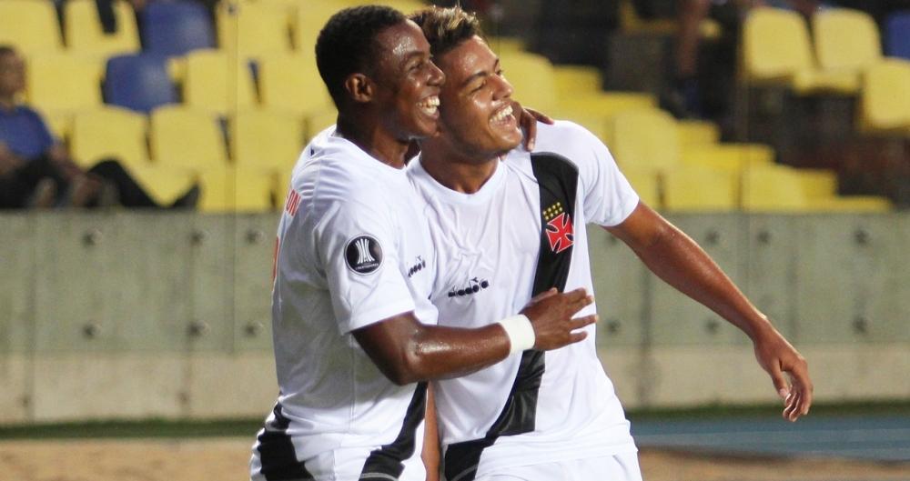Evander marcou dois gols na partida