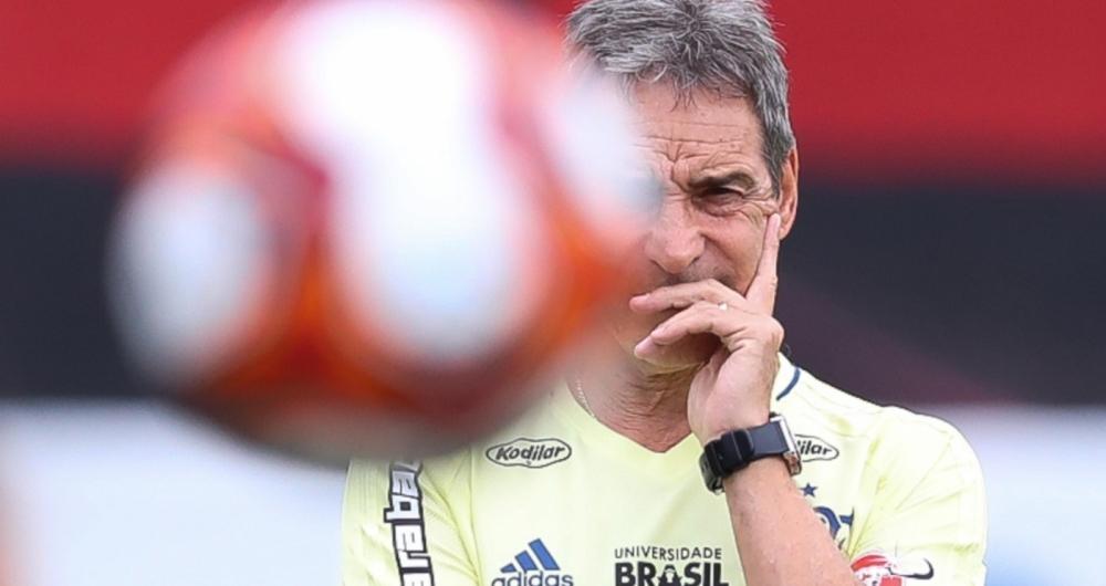 Paulo C�sar Carpegiani, t�cnico do Flamengo, comanda treino no Ninho do Urubu