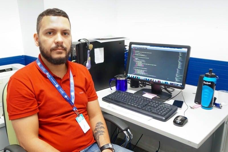 O programador Kleiton Albuquerque teve um aumento salarial no ano passado