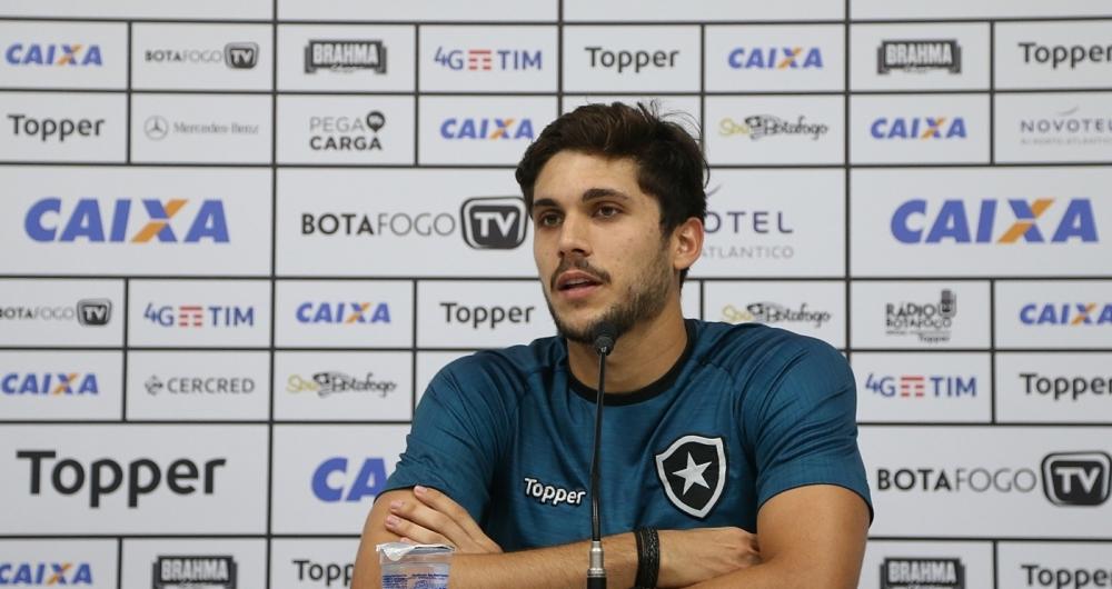 Valorizado, Igor Rabello sonha em jogar na Europa, mas garante foco no Botafogo