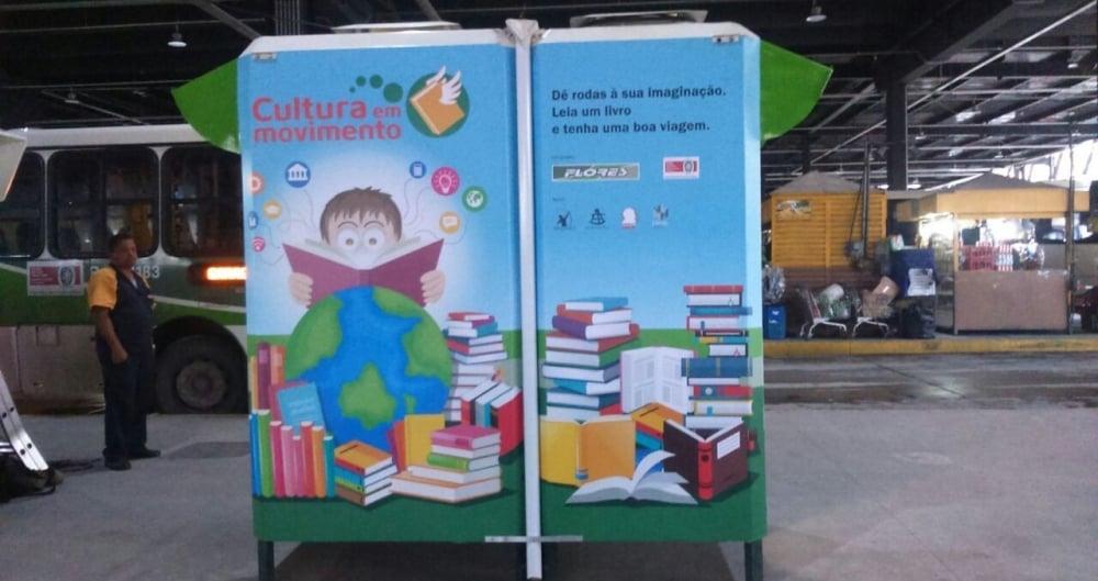 Cabine foi adaptada para o projeto itinerante que oferece, inicialmente, 700 livros