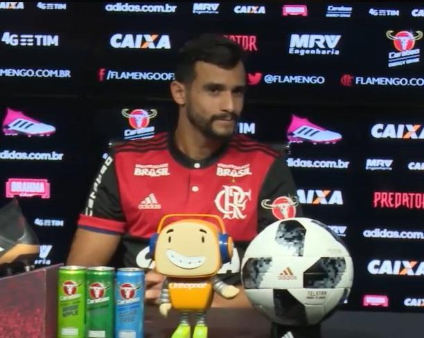 Henrique Dourado foi apresentado pelo Flamengo