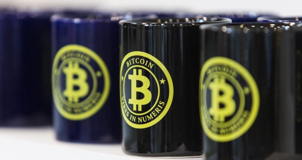 Em Paris, a Maison du Bitcoin n�o s� opera transa��es com a criptomoeda: tamb�m tem um arsenal de suvenires a aficionados, como canecas