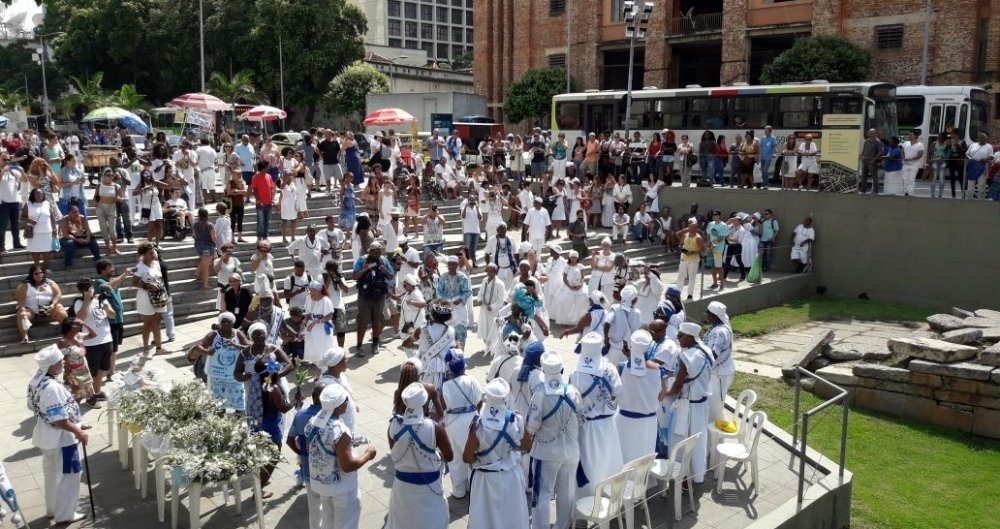 Uma grande festa, um cortejo e oferendas marcam a comemora��o do Dia De Iemanj�
