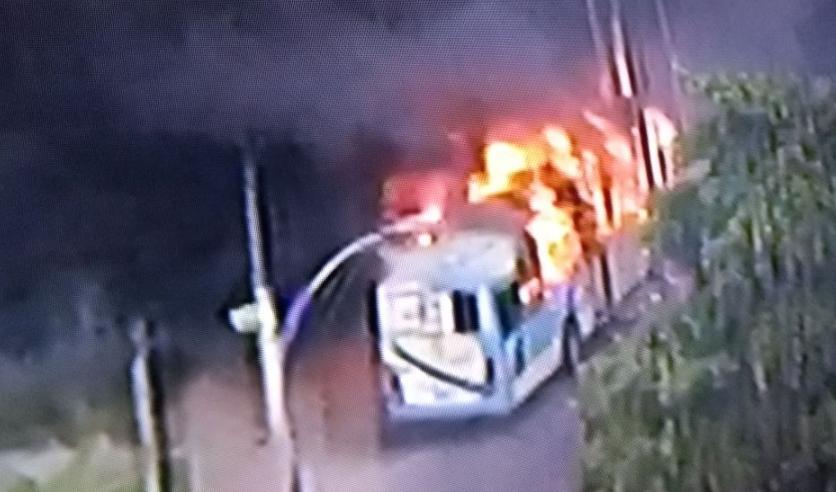 Ônibus é incendiado na Pavuna