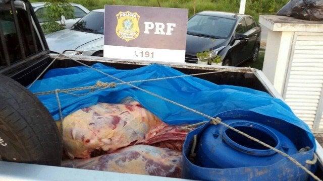 Carne transportada sem higiene � apreendida por agentes da PRF