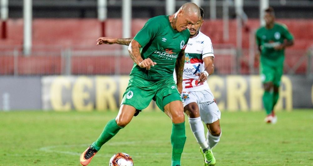 Leandrão, jogador do Boavista durante partida contra a Portuguesa