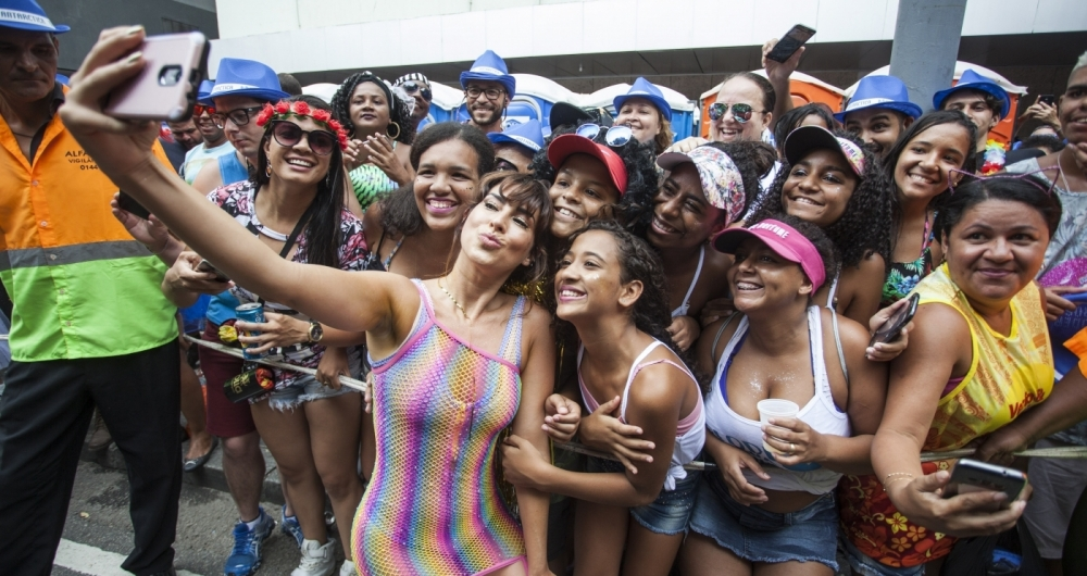 Fernanda Paes Leme na concentração do Bloco da Preta