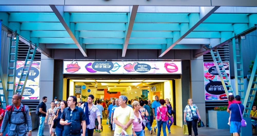 Os postos de trabalho nos shopping centers tamb�m apresentaram aumento. Foram registrados mais de um milh�o de novos empregos