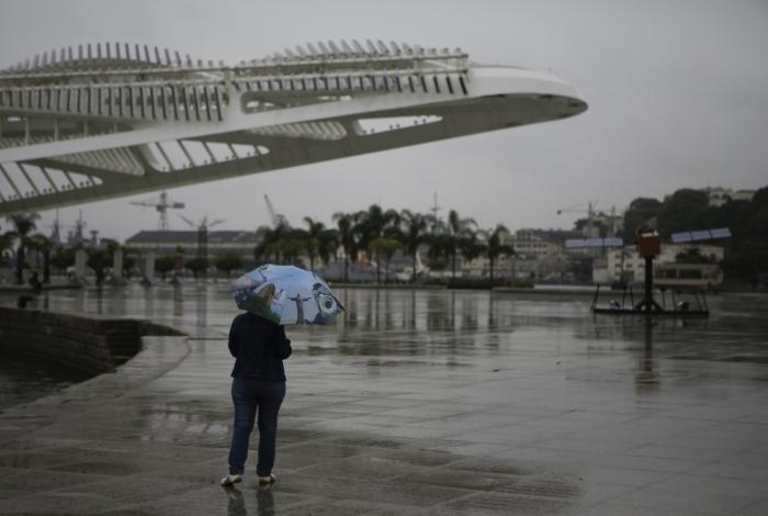 Frente fria chega ao Rio e deve causar temporais