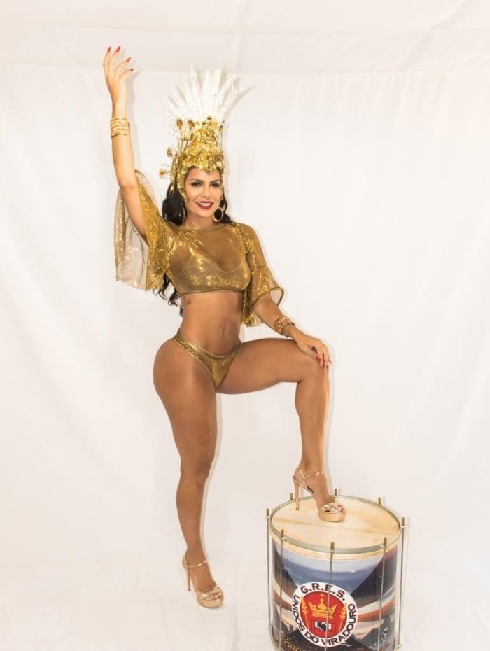 Raíssa Machado é rainha da Viradouro
