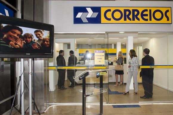 Correios informaram que vão cobrar, a partir do dia 6, uma taxa extra de R$ 3 para entregas na capital fluminense por causa da violência