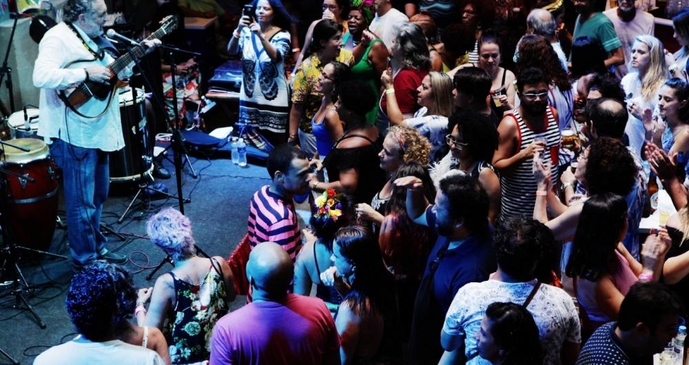 Carnaval - Baile da Sebastiana - roda de samba do Bloco P�e na Quentinha com Moacyr Luz, Quizomba  e outros