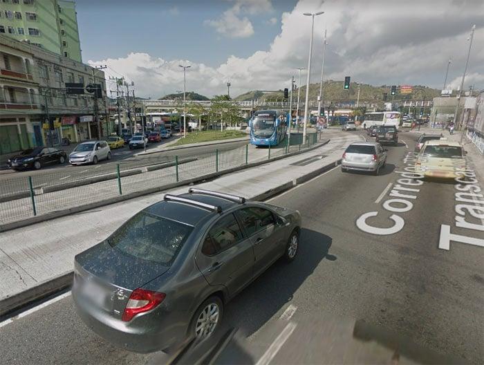 Homem foi baleado na Avenida Vicente de Carvalho, na Zona Norte