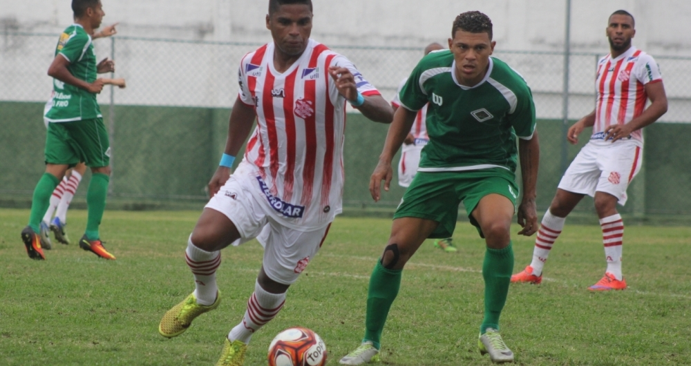 O experiente Almir, de 35 anos, comanda o meio-campo do Bangu na semifinal de hoje � tarde, contra o Boavista, no Est�dio Nilton Santos