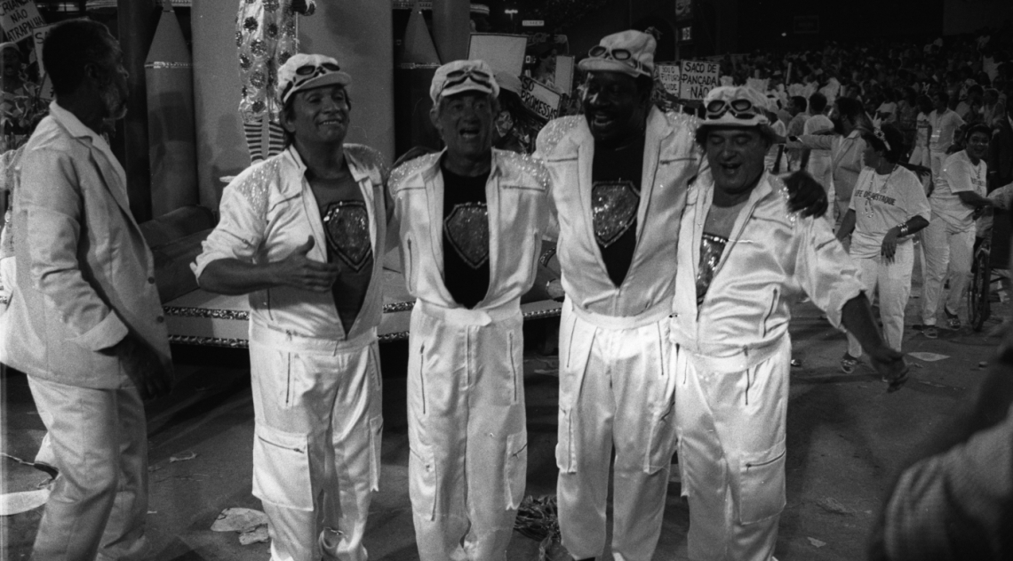 O quarteto ainda estava no ar na TV Globo, alegrando as noites de domingo, em 1988, ano em que no foram homenageados pela escola de samba Unidos do Cabu�u. Ded�, Didi, Mussum e Zacarias arrancaram aplausos do p�blico na Marqu�s de Sapuca�, em um desfile marcado pela emo��o de Renato Arag�o. Saudades dos Trapalh�es