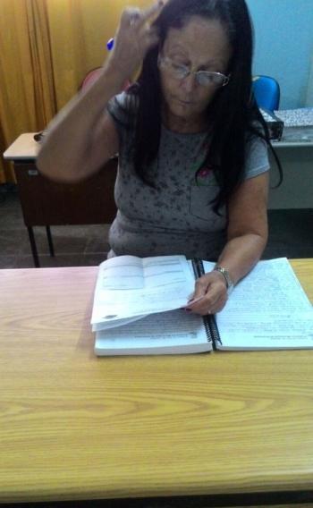 Cynthia, de Araruama, antecipa parcelas para pagar menos juros